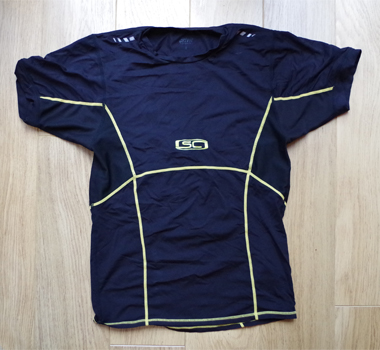 Short sleeved wicking top